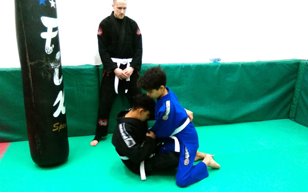Brazilian Jiu Jitsu - Practicing passing the guard